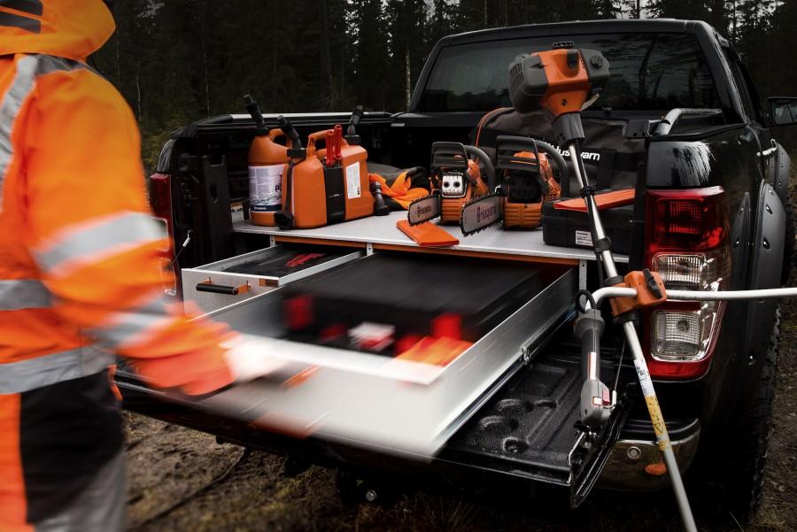 Unterflursysteme und erhöhte Böden sorgen dafür, dass Sie den Platz in Ihrem Arbeitsfahrzeug optimal nutzen.